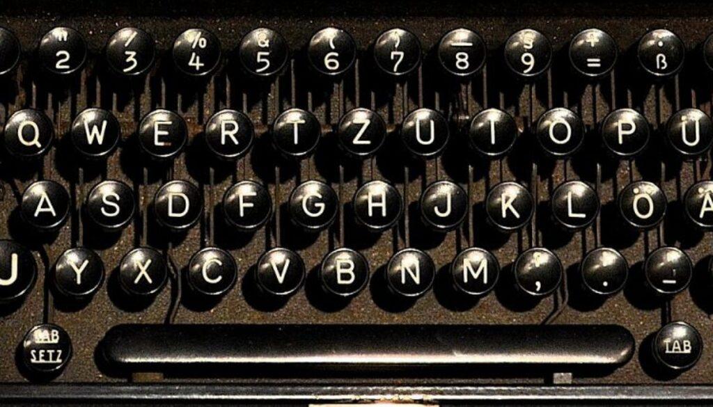 typewriter-1782062_1280